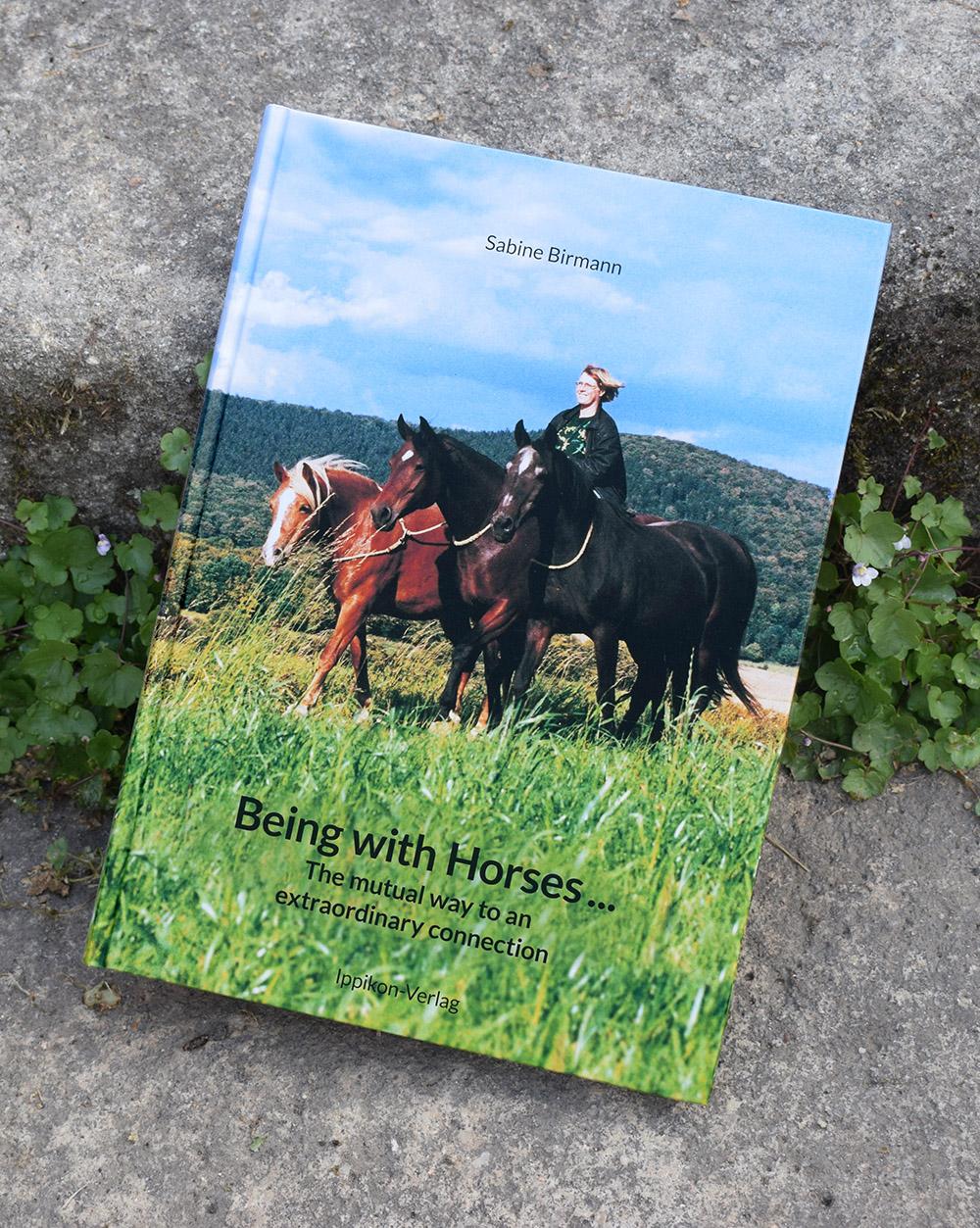 Neues Buch von Sabine Birmann auf Englisch: Being with Horses … the mutual way to an extraordinary connection